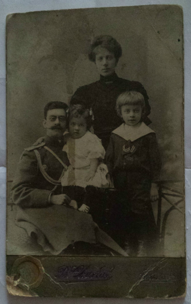 Mikhail Vasilyevich Armeyskov's senior brother, his wife and their children Nina and Vasily